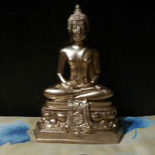 Old.Buddha statue.For.rent.