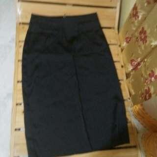 Skirt with tag 79Au dollars