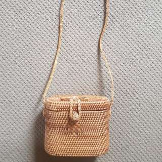 Boutique woven straw bag