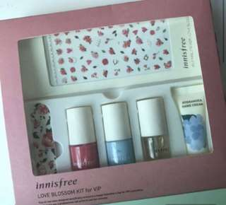 Innisfree Love Blossom Kit