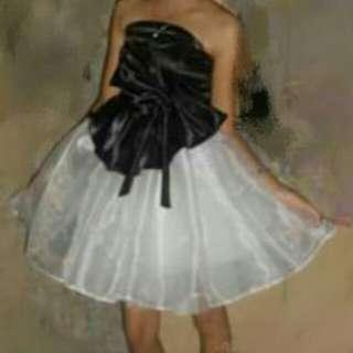 Balloon black & white gown
