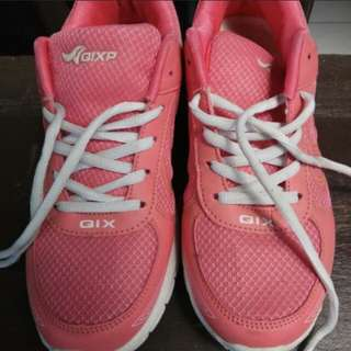 sepatu sport pink