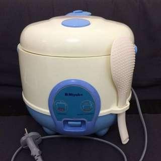 Miyako rice cooker MCM 606 B