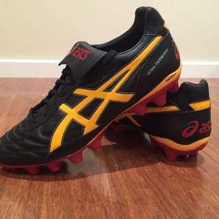 ASICS footy boots - size 7 1/2 Men's