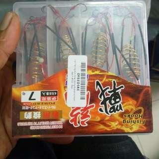 Kail Pancing Anti Wrap Spring Explosive Hook Size 7 4PCS - Red
