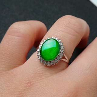 🎍18K White Gold - Grade A Spicy Green Oval Cabochon Jadeite Jade Ring🎍