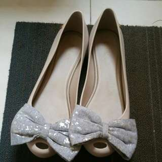 MELISSA BIG GREY RIBBON FLAT OPEN TOE SHOE