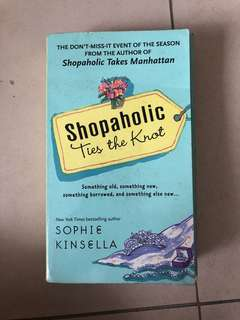 Shopaholic Ties a Knot by Sophie Kinsella