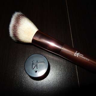 It Cosmetics brush