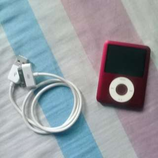 Apple iPod classic 8 GB Red 6th Generation