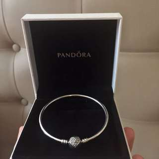 Pandora Heart of Winter Bangle (Authentic w/ box & paperbag)