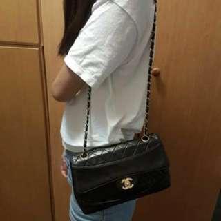 🚚 Chanel vintage 真品 香奈兒 黑色 羊皮 25公分 有雷標 保卡 老香 可小議價(保留待匯)