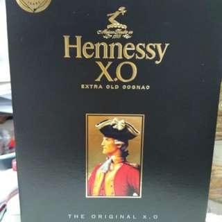 Hennessy 1L 吉樽吉盒,盒略殘。完美主義者勿入