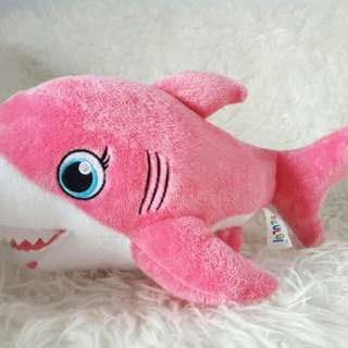 Boneka mommy shark