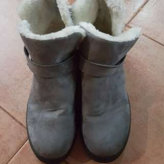 Preloved Winter Boots