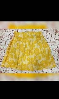 yellow skirt