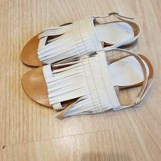 Tutum sandals