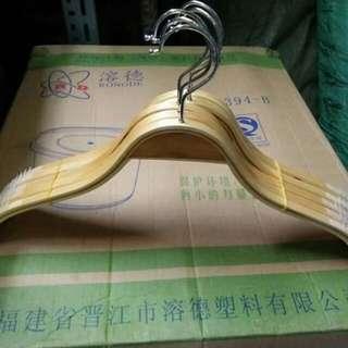 Wooden hanger w/rubber