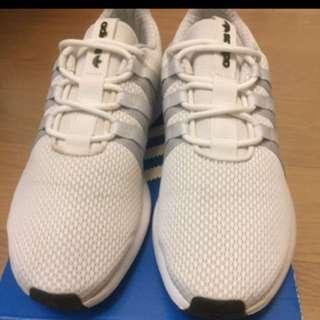 Adida慢跑鞋