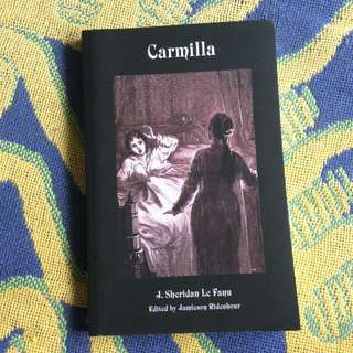 Carmilla Novela (Import) Negotiable