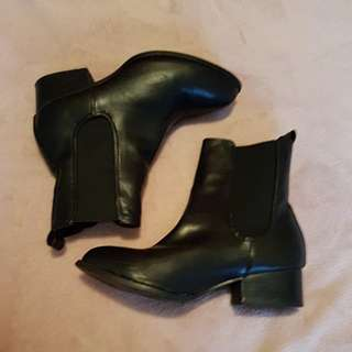 Rubi shoes bootz size 37