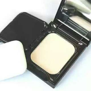 Authentic MAC charm can be controlled oil powder sample travel equipment fitted with moisturizing oil control delicate brighten skin tone