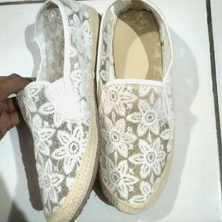 Slip on lace white look like chanel