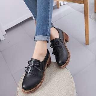 Mono-coloured Ribbon Tie Tassel Designed Leather Loafers