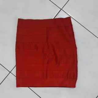 Red skirt / rok span