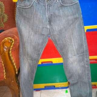 jeans lois cowok