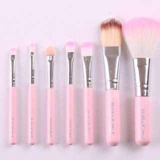Hello Kitty Brush Set 7 pcs. Cute-Size