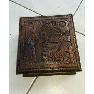 Wooden jewllery box with carving (approx 11.5cm x11.5cm x4.5cm
