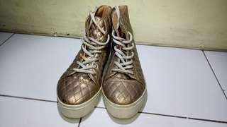 Sepatu wedges wanita gold