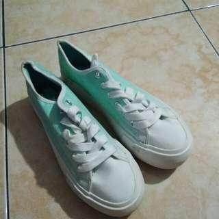 Sepatu alexis