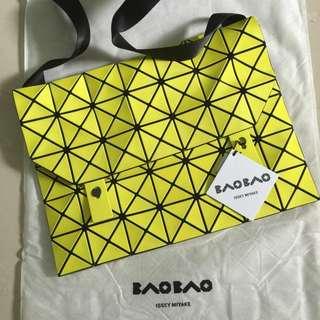 購自大阪真品BaoBao大格6×7黃色斜孭側孭袋日本製Made in Japan 大減價$2800(原價$3800)