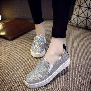 Loafers slip on. Silver glitter.