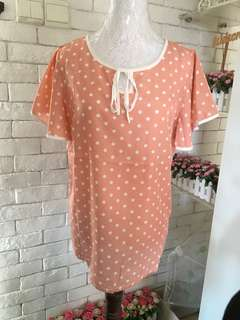 Polkadot peach color