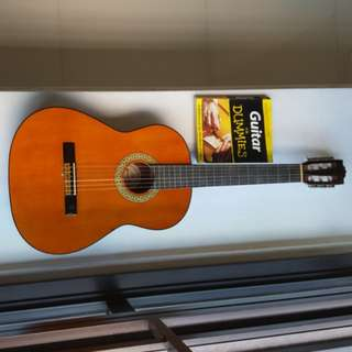 Beginner Classical Guitar Made in Taiwan cum with Guitar for dummies book