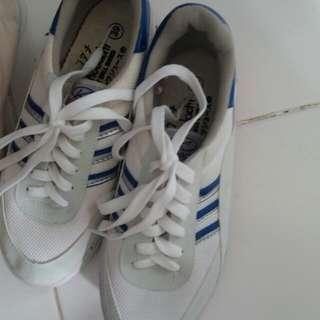 New sepatu kodachi putih biru