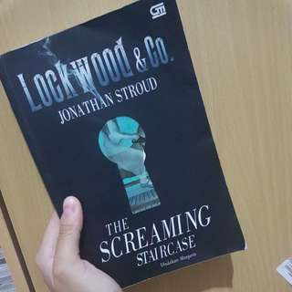 The Screaming Staircase (undakan menjerit)