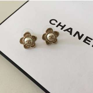 ✨New Chanel floral style earrings✨