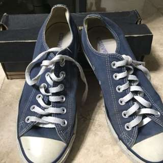Preowned Authentic Converse ( chuck taylor)