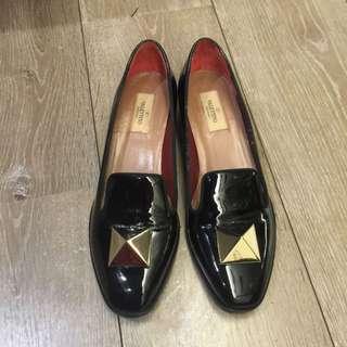 Valentino 黑色配金色金屬件 鞋39號