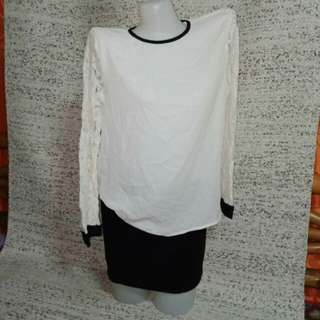 White blouse w/ lacey sleeves