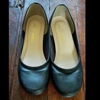 Ballet shoes / black shoes
