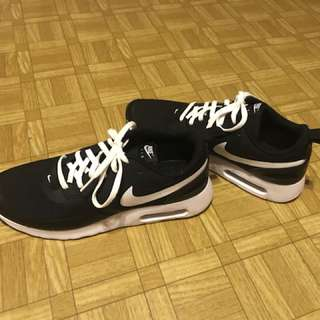 Nike air 男女款都岩,40號,因朋友送買大左唔岩著(原價$799)