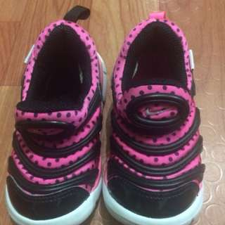 Black and pink rubber shoes from hongkong fits to 1 to 2yrs old