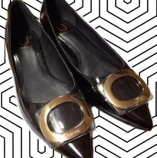達芙妮圓漾尖頭低跟鞋