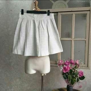 IROO 白色圓點折短裙