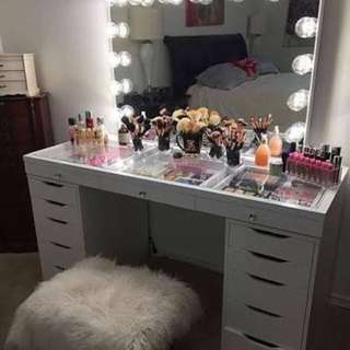 ❗️Sale Vanity Table and Mirror Set